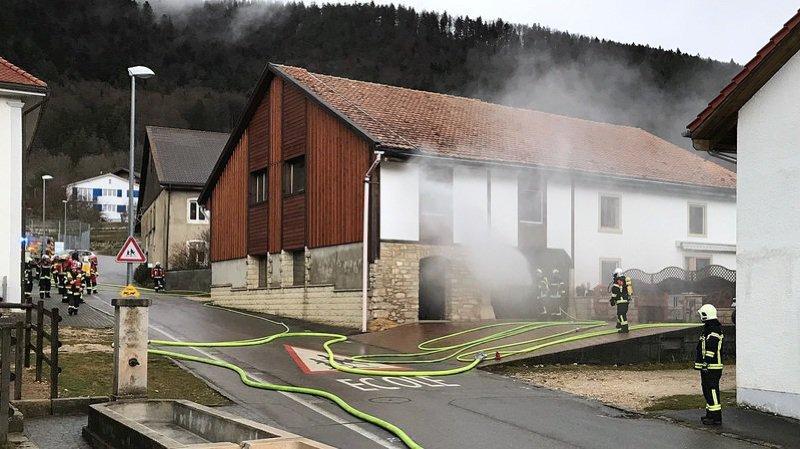 Pour des raisons de sécurité, l'école située en face du bâtiment en feu avait été évacuée. Personne n'a été blessé.