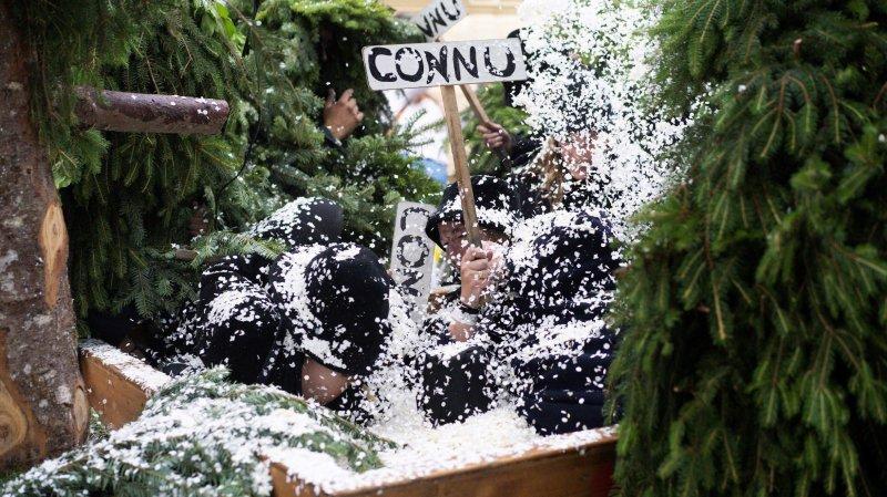 Les Sauvages du carnaval des Franches-Montagnes se sont offert une sortie estivale à la Fête des vignerons.