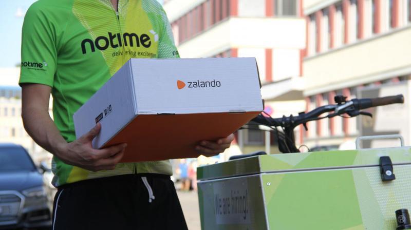 A Zurich, l'entreprise allemande Zalando travaille en collaboration avec La Poste et la start-up NoTime, qui assure la livraison des colis en vélos électriques.