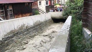 Un ruisseau de Zermatt est sorti de son lit mercredi, à cause de l'éclatement d'une poche d'eau du glacier