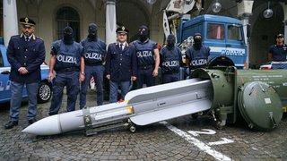 Italie: l'enquête sur l'arsenal néonazi s'étend à la Suisse