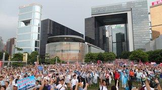 Hong Kong: des dizaines de milliers de personnes manifestent en soutien à la police