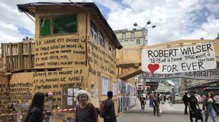 Bienne: les délires de Hirschhorn en hommage à Robert Walser