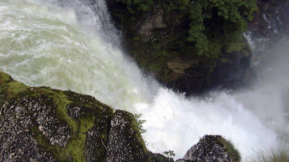 Vouloir aller au plus près de la chute du Saut-du-Doubs en voiture est fortement déconseillé.