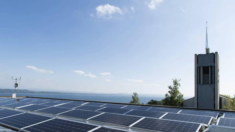 Vue des panneaux solaires de l'installation photovoltaique Coopsol au Crêt-du-Chêne, à Neuchatel, lors de son inauguration en 2017.