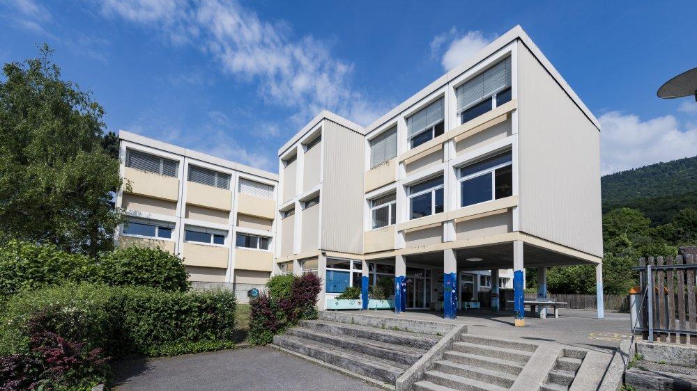 Le Conseil communal d'Hauterive aimerait raser ses deux collèges pour en reconstruire un neuf.