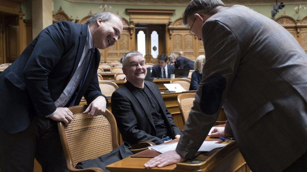 Le PLR Philippe Bauer (à gauche) et le popiste Denis de la Reussille (au centre) siègent au National depuis 2015.