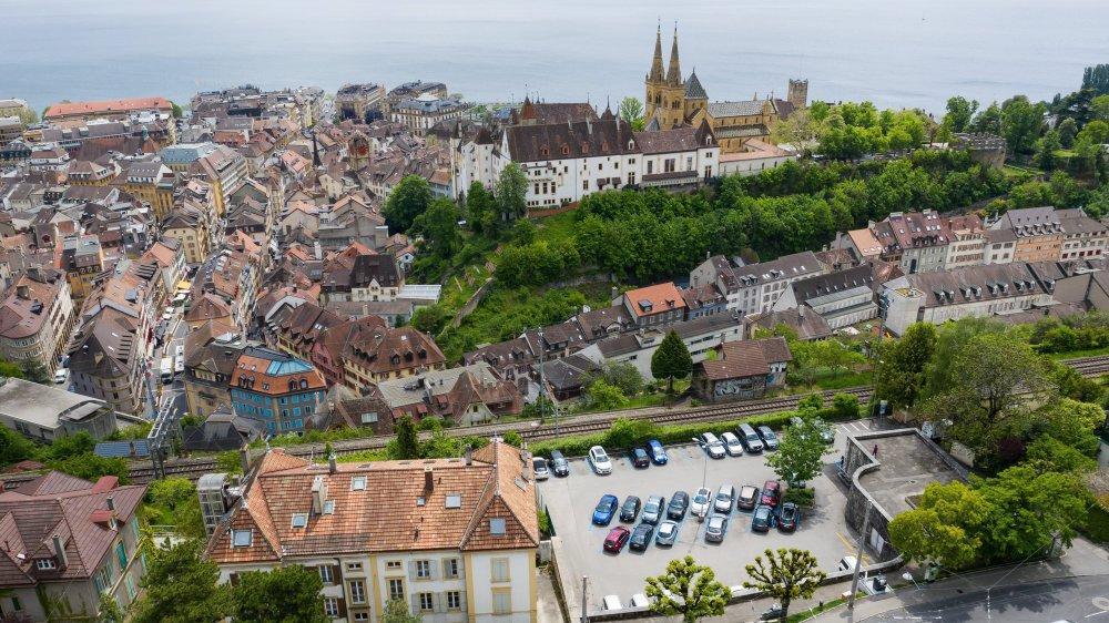 La Chaumière est actuellement utilisée comme parking mais offre aussi un petit parc public.