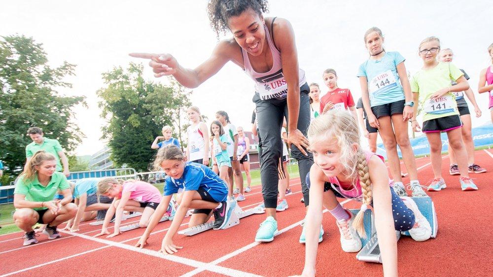 Faut-il inciter les enfants à suivre une activité sportive ou culturelle? Des spécialistes mettent en garde contre le surmenage des jeunes.