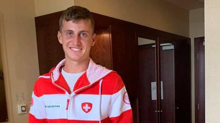 C'est avec fierté que Damien Wenger a découvert dans sa chambre d'hôtel à Bratislava le kit rouge et blanc des joueurs de Coupe Davis.