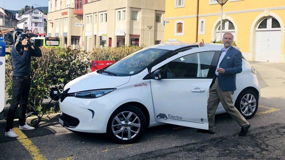Le conseiller communal, Roby Tschopp, a présenté le nouveau véhicule électrique Mobilitiy à la population et au personnel communal de Val-de-Ruz.
