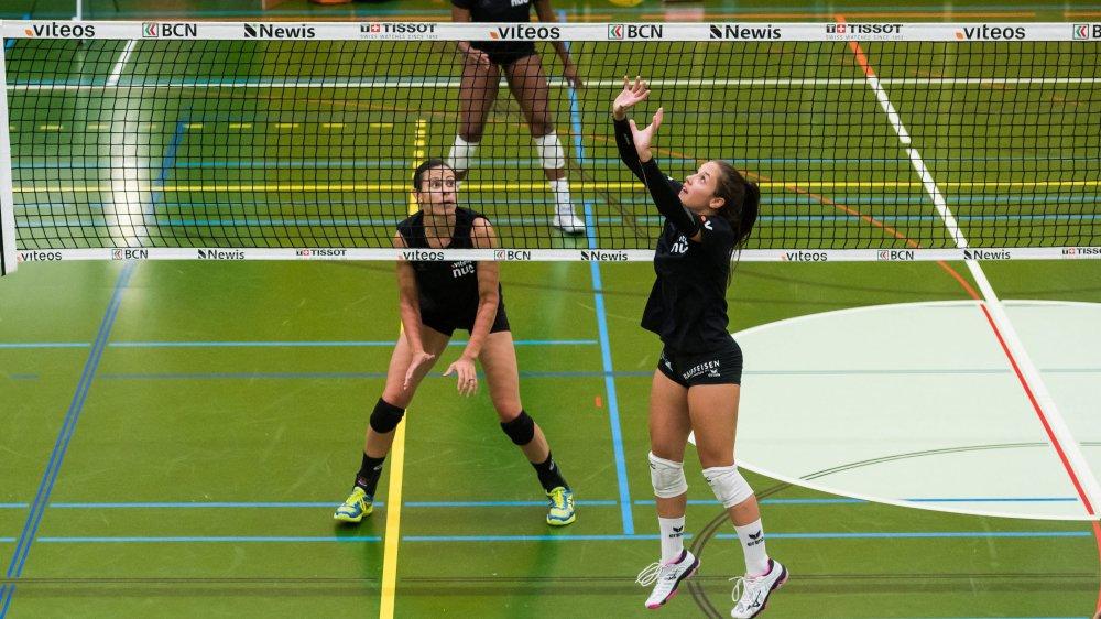 Deux nouvelles joueuses du NUC à l'entraînement: Leonor Guyot (à droite) et Sabel Moffett-Sabin.