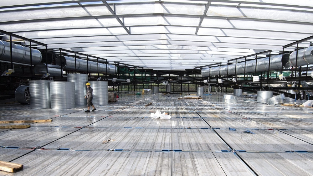 Les joueurs du HC Gottéron devront patienter avant d'avoir leur nouveaux vestiaires. Pour l'heure, ils ont un toit.