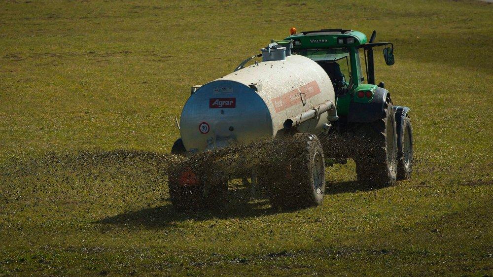 Plusieurs cantons n'ont pas achevé de délimiter leurs zones de protection de captages d'eau. Dans ces périmètres, l'utilisation du sol  est restreinte, à l'image de la construction, de l'emploi du purin et de certains pesticides.