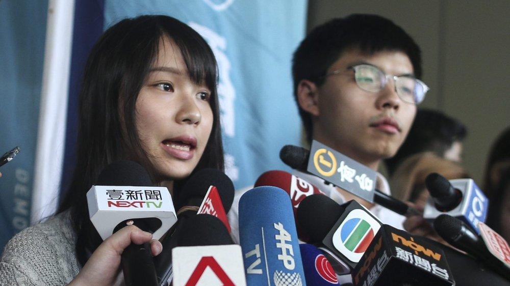 Agnes Chow et Joshua Wong, deux visages emblématiques de la «révolution des parapluies» de 2014, ont été arrêtés, hier, avant d'être libérés sous caution.