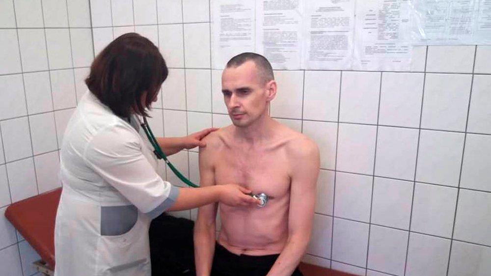 Le réalisateur ukrainien Oleg Sentsov, détenu, depuis cinq ans, en Russie, après avoir été condamné, en 2015, à vingt ans d'emprisonnement  pour «terrorisme et trafic d'armes», a mené, à partir de 2017, une longue grève de la faim. Il pourrait être renvoyé en Ukraine.