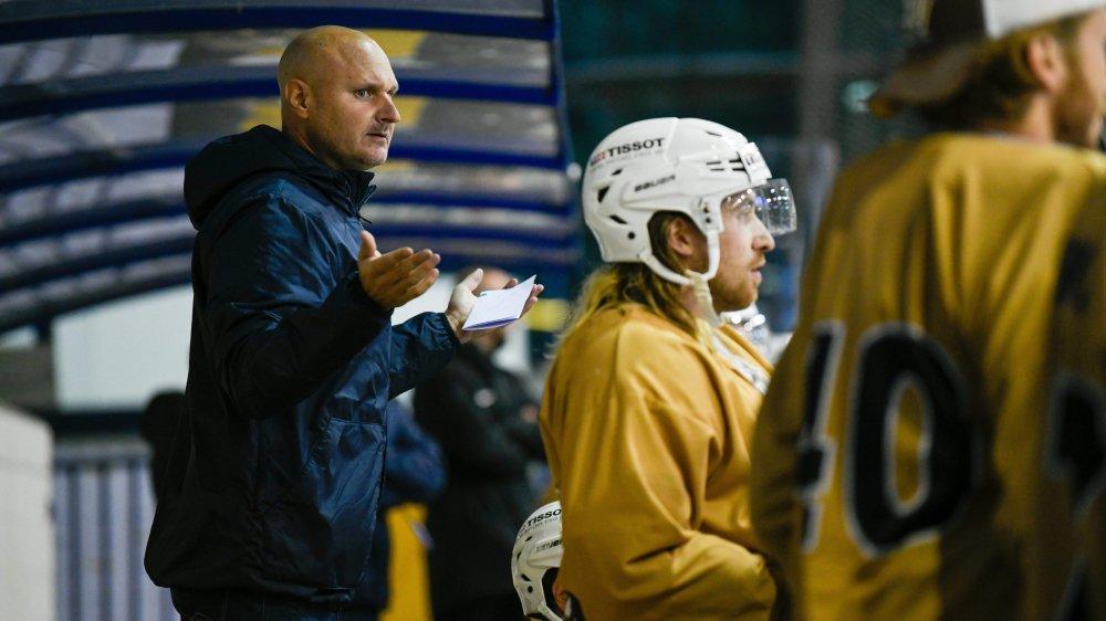 Mika Kvarnström, le nouvel entraîneur du HCC, a tenté des choses originales à Langenthal, sans réussite.