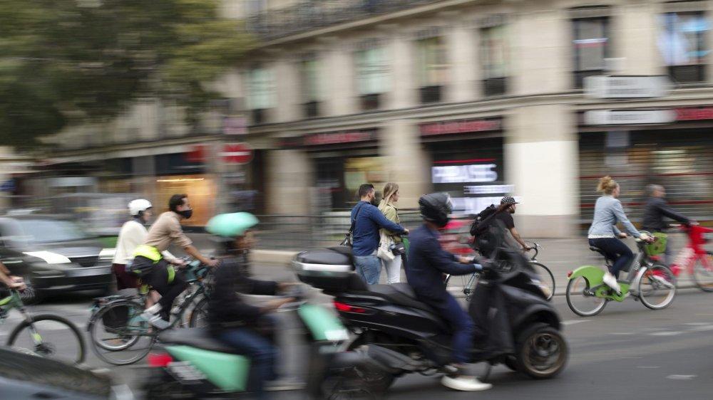 Faute de métro, de nombreux Franciliens se sont rabattus, hier, sur les deux-roues.