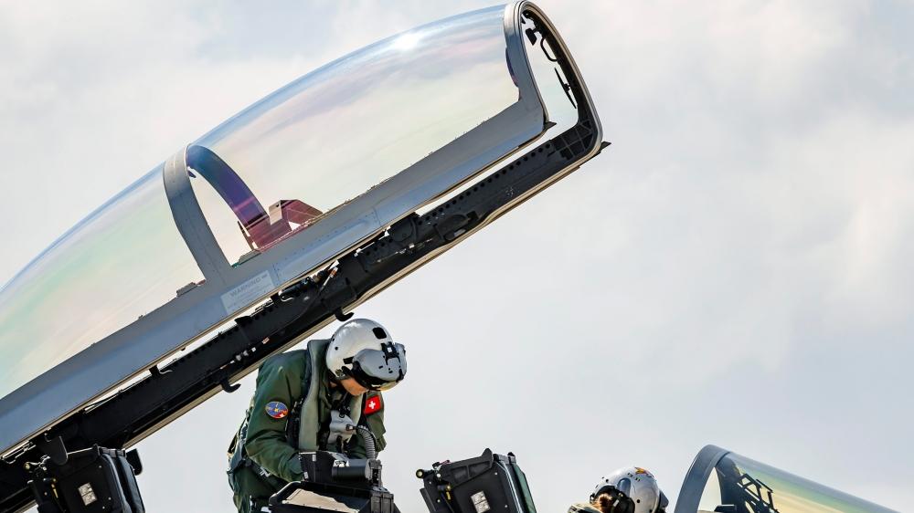 La sélection du nouvel avion de combat – ici le F/A-18 Super Hornet de Boeing, en test à Payerne, le 30avril dernier – implique également la conclusion d'affaires compensatoires confiées, en contrepartie, à des entreprises suisses.