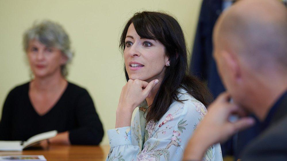 Géraldine Renggli, responsable du Bureau social de l'Université de Neuchâtel, lors de la présentation du concept Appart-Ages.