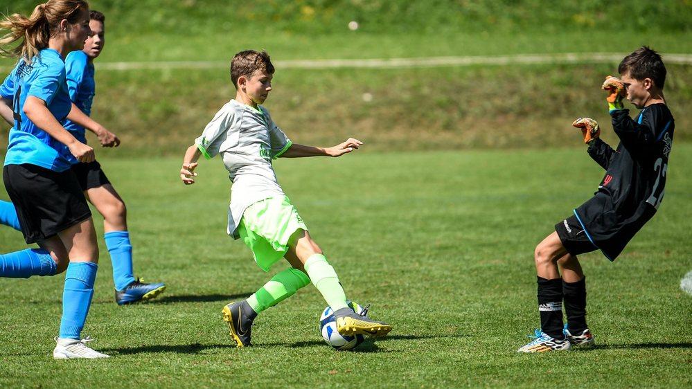 Les juniors du Groupement des 2 Thielles (ici les juniors C en gris-vert) ont marqué leurs premiers buts cette saison.