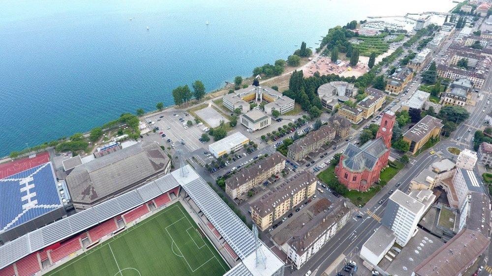 Le nouveau bâtiment de l'Université de Neuchâtel devrait s'édifier juste à côté des actuels locaux de la Faculté des lettres, au bord du lac.