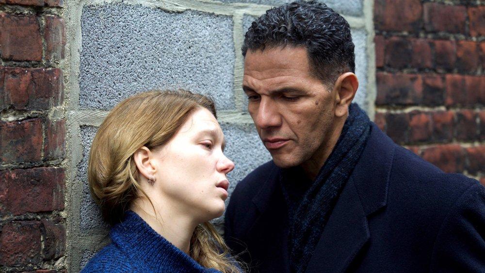 Le commissaire Daoud (Roschdy Zem) à l'écoute de Claude (Léa Seydoux), suspecte dans une affaire d'incendie criminel.