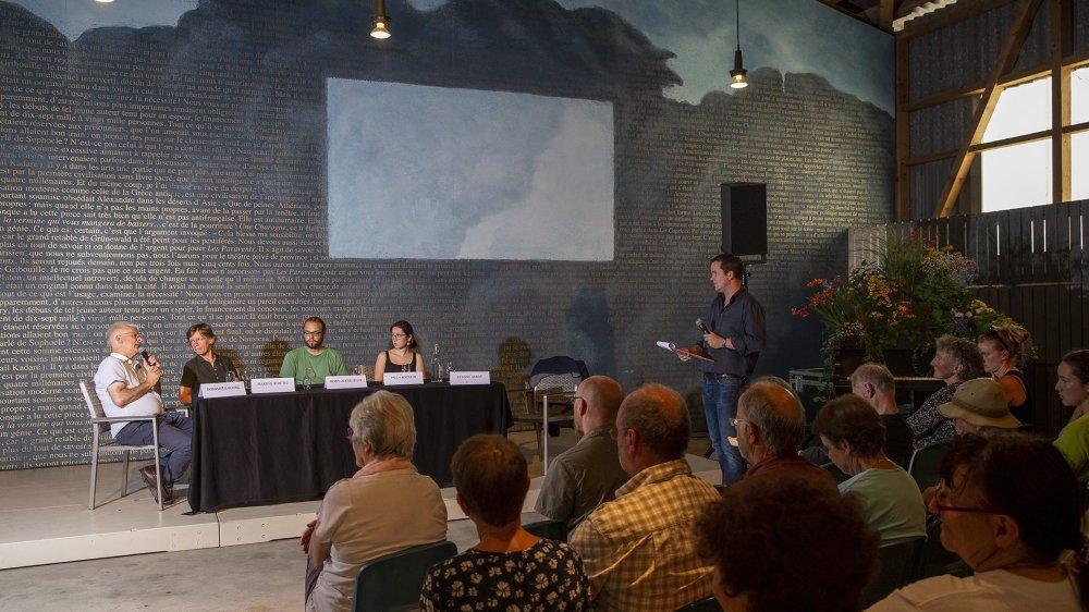 Le débat organisé par les Jardins musicaux autour du climat a attiré une soixantaine de personnes.