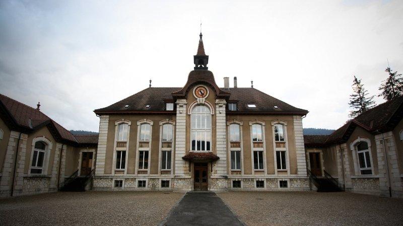 Le collège de Môtiers, photographié en 2007.