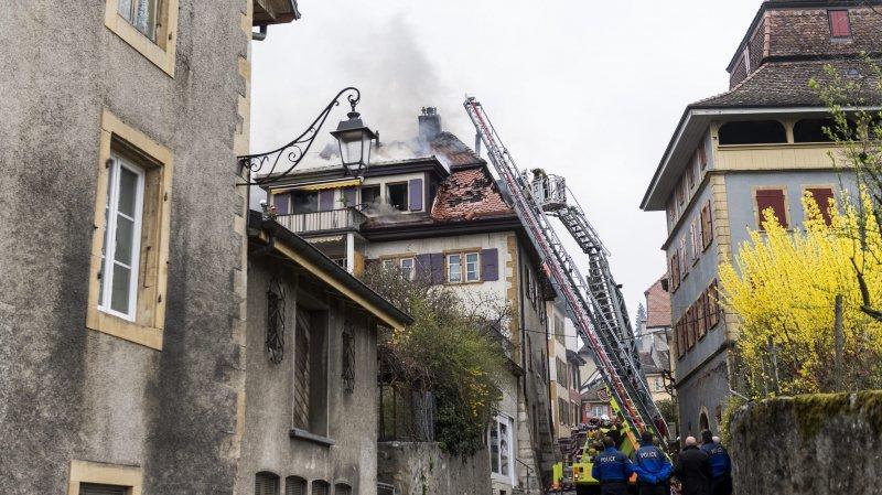 Les pompiers en pleine intervention, au matin du 25 mars 2017, à Auvernier.