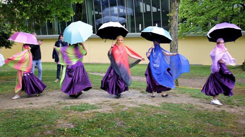 Les danseuses aux parapluies lors de l'édition 2017.