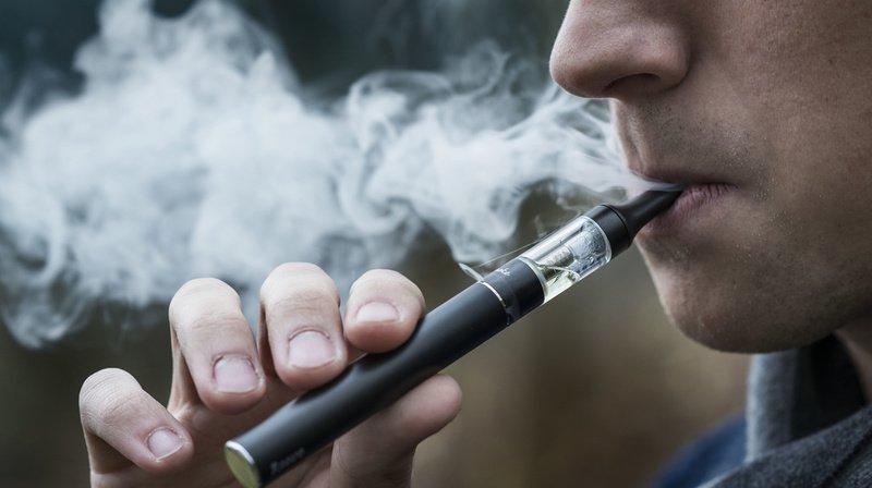 Tabac: les fumeurs de cigarettes électroniques ne devraient pas échapper à l'impôt