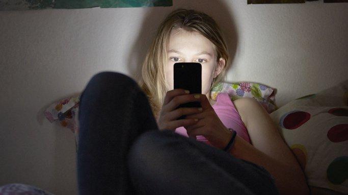 La jeune fille a été forcée de livrer des photos d'elle nue.