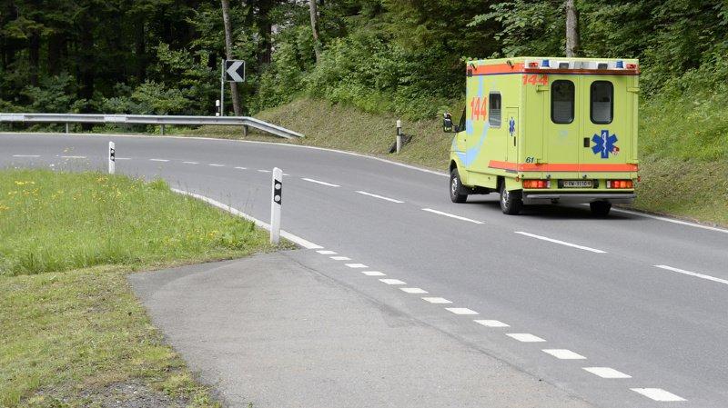 Argovie: un conducteur suit un proche transporté en ambulance et perd son permis