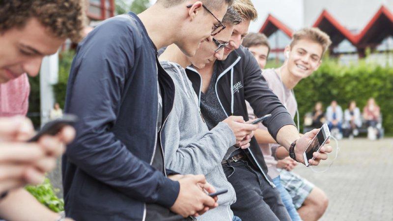 Les jeunes passent en moyenne quatre heures par jour en ligne pendant leur temps libre.