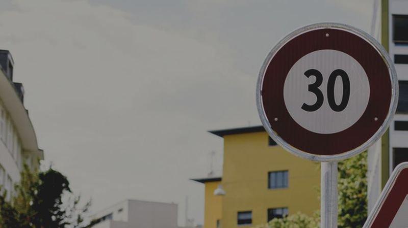 """Pour Lausanne, la municipalité a annoncé """"la mise en place générale du 30 km/h la nuit"""", hormis sur les grands axes pénétrants dans la ville."""