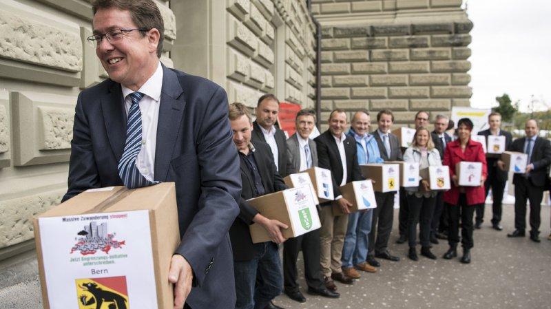 Albert Rösti, président de l'UDC, avait déposé 125'000 signatures à la Chancellerie il y un peu moins d'un an (archives).