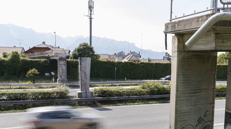 Montreux-Vevey: la passerelle sur l'A9, détruite après un accident, doit être reconstruite «le plus vite possible»