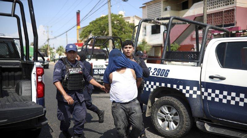 La police de Coatzacoalcos a interpellé un homme, soupçonné d'avoir contribué à l'attaque meutrière dans un bar de strip-tease dans la nuit de mardi à mercredi.
