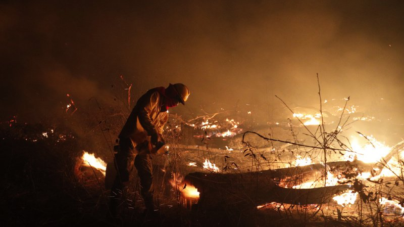 Le pouvoir a rejeté la responsabilité des incendies sur la sécheresse qui frappe le pays, les vents violents et des déboisements illégaux