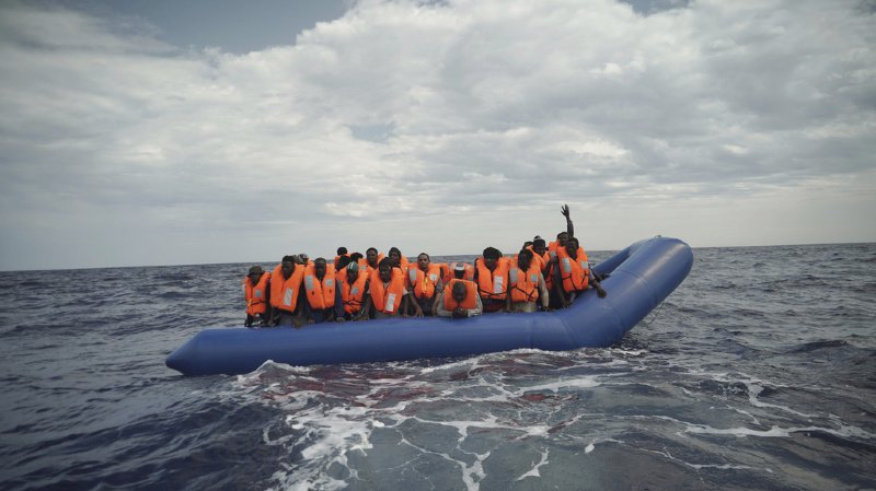 Grande-Bretagne: deux bateaux transportant 21 migrants ont été interceptés dans la Manche