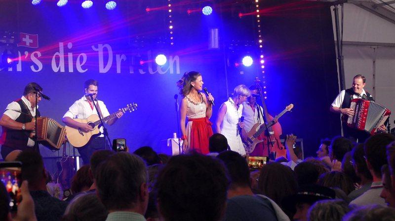 Braderie: le concert de la famille Oesch fait déborder la tente Espacité