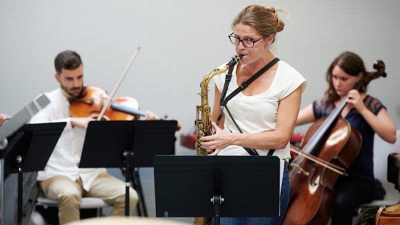 Neuchâtel: la saxophoniste Juliane Rickenmann livre en musique ses récits de voyages
