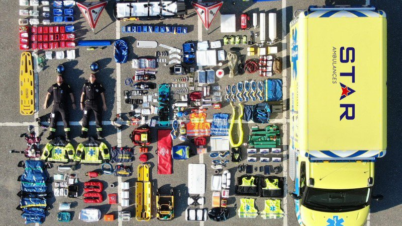 Eh oui! On peut mettre tout ça dans une ambulance. Encore faut-il que tout soit à sa place.