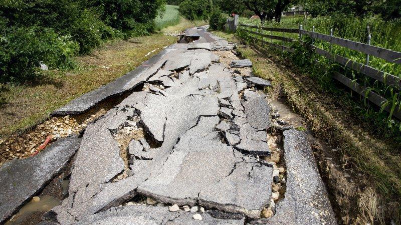 Les intempéries ont provoqué d'importants dégâts dans de nombreux chemins, routes et terrains agricoles.
