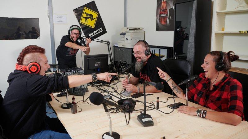 Zackary Jennings, Gary Morona, David Beiner et Pascale Willheien sont les premiers animateurs de Skull FM.