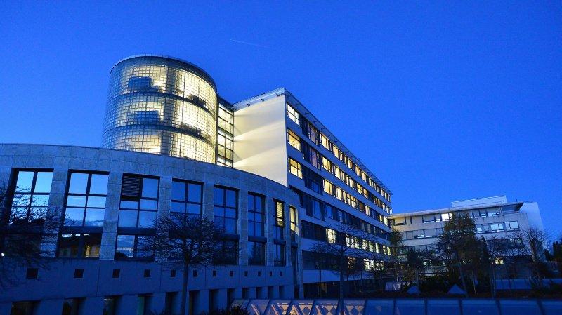 HNE, Hopital neuchatelois: vue du bâtiment de l'hôpital de La Chaux-de-Fonds.