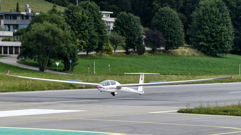 Hormis des hélicoptères et des avions, les planeurs étaient également de la partie lors des Journées populaires de l'aviation, à l'aéroport des Eplatures.