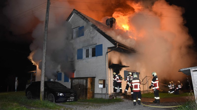 Maison en feu à Lütisburg (SG): sauvés par un détecteur
