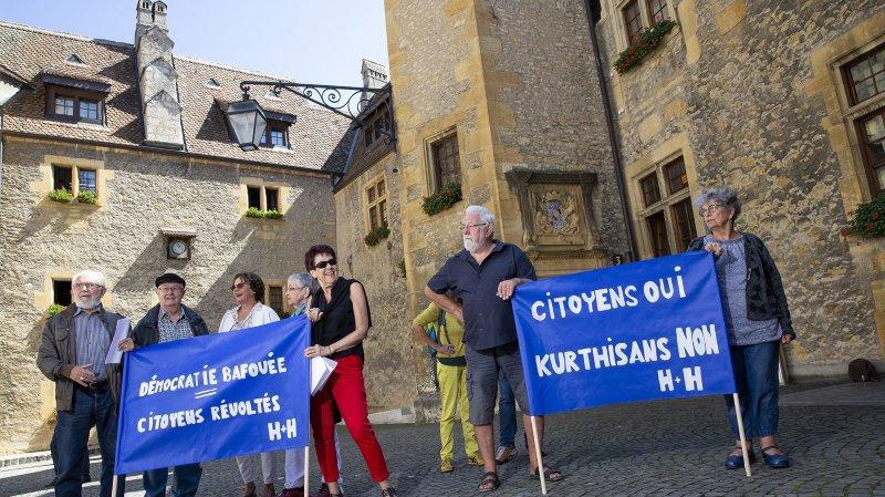 Des citoyens des Montagnes attendent des nominations à la tête de l'hôpital neuchâtelois